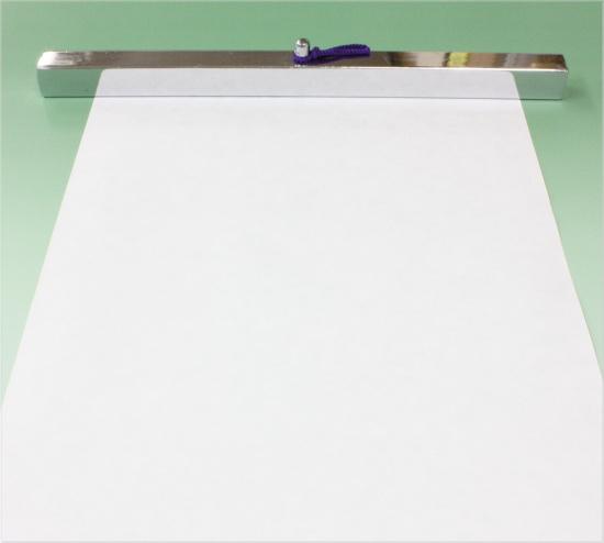 半紙を押さえました